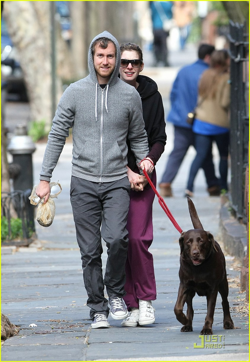 anne hathaway adam shulman dog walking couple 112536161