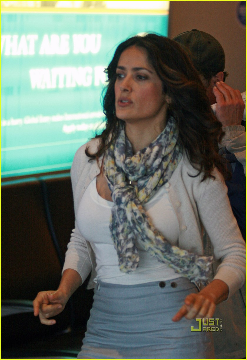salma hayek boston logan airport 02