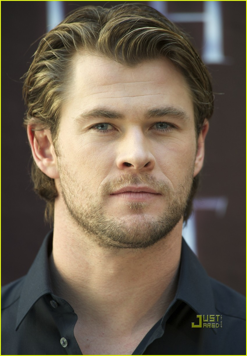 chris hemsworth thor photo call madrid 03
