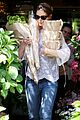 katie holmes flower shopping 03