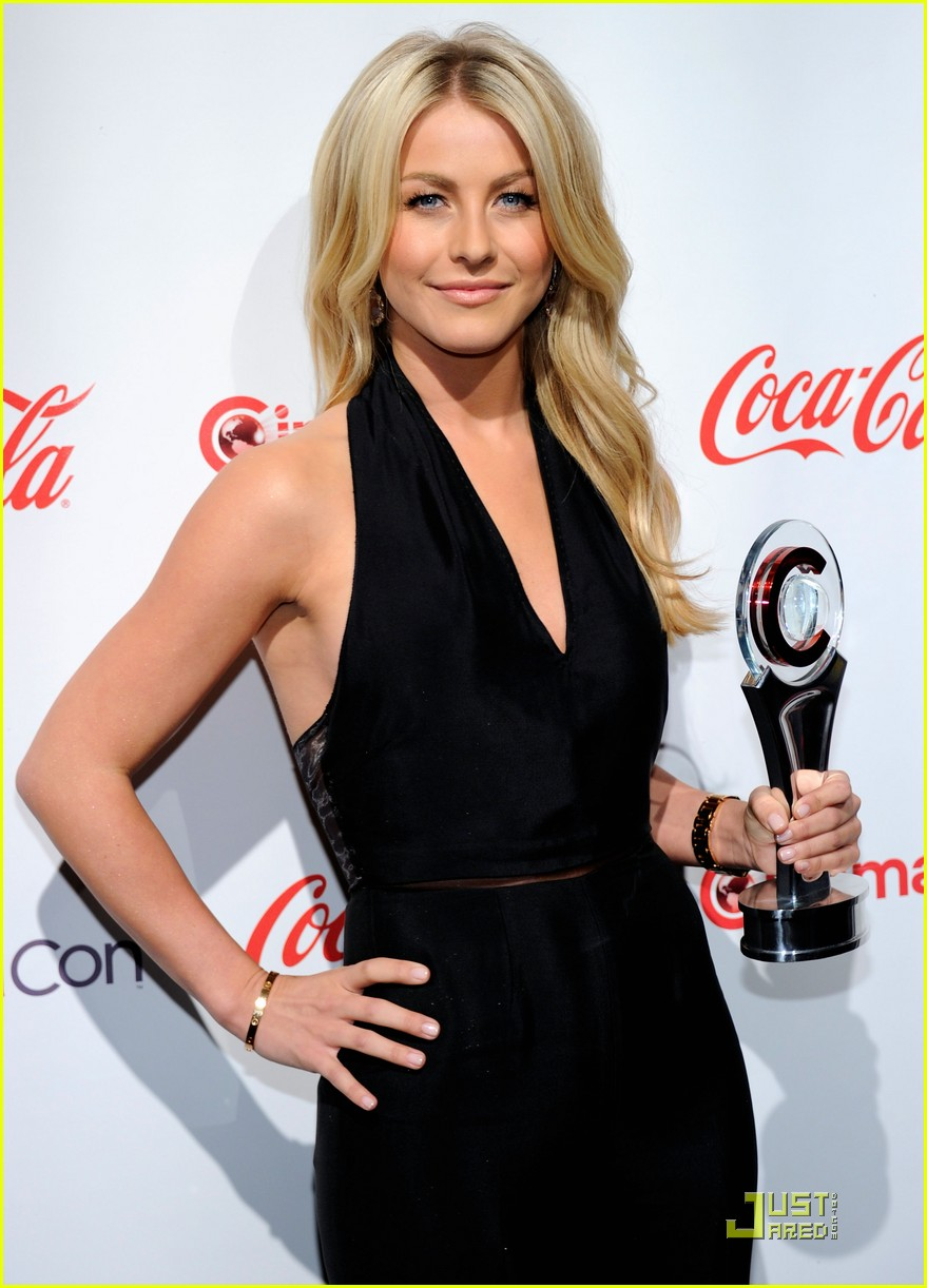 julianne hough cinemacon awards 2011 08