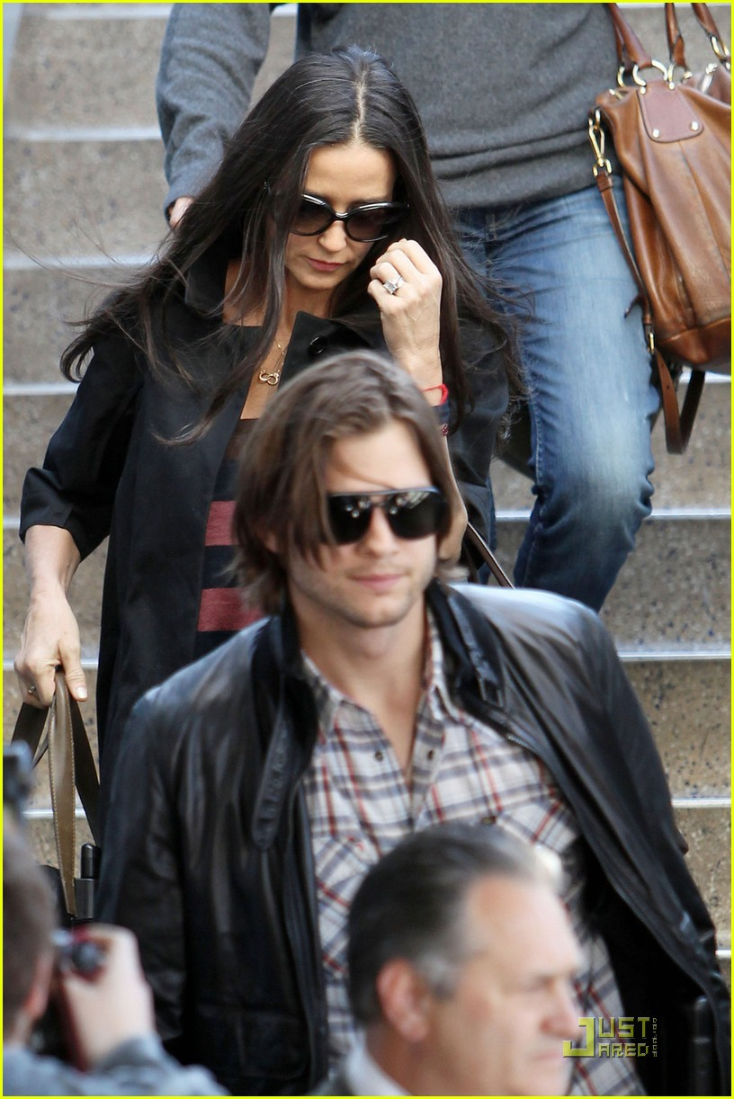 ashton kutcher demi moore post its 04