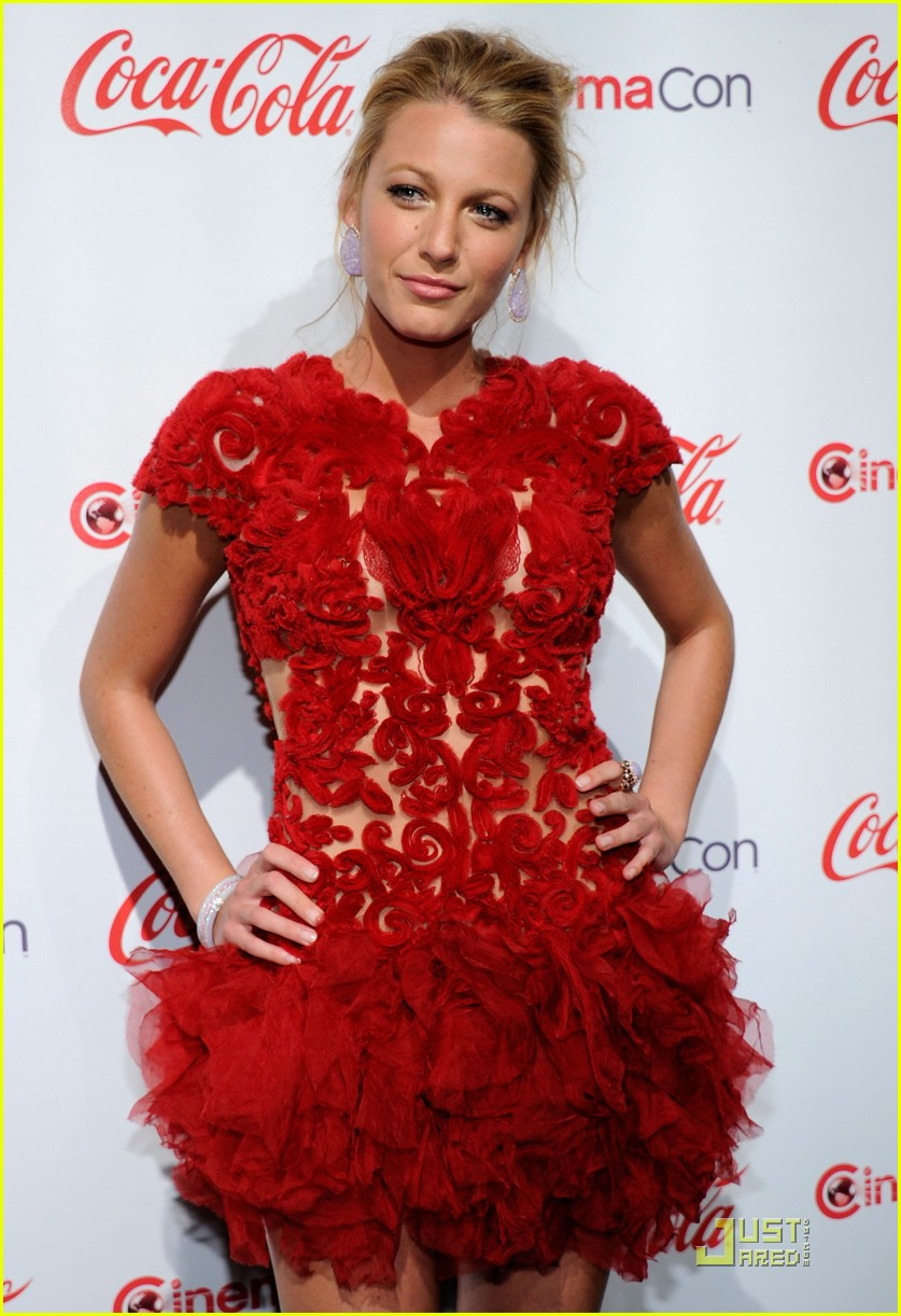 blake lively cinemacon awards 2011 02