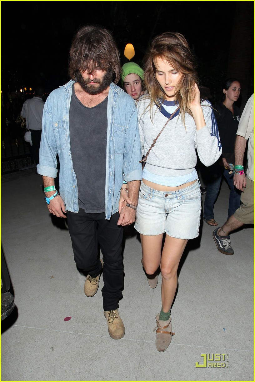 isabel lucas coachella with angus stone 02