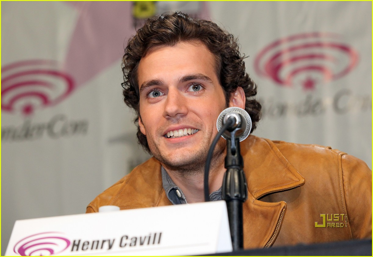 isabel lucas henry cavill wondercon day 2 06
