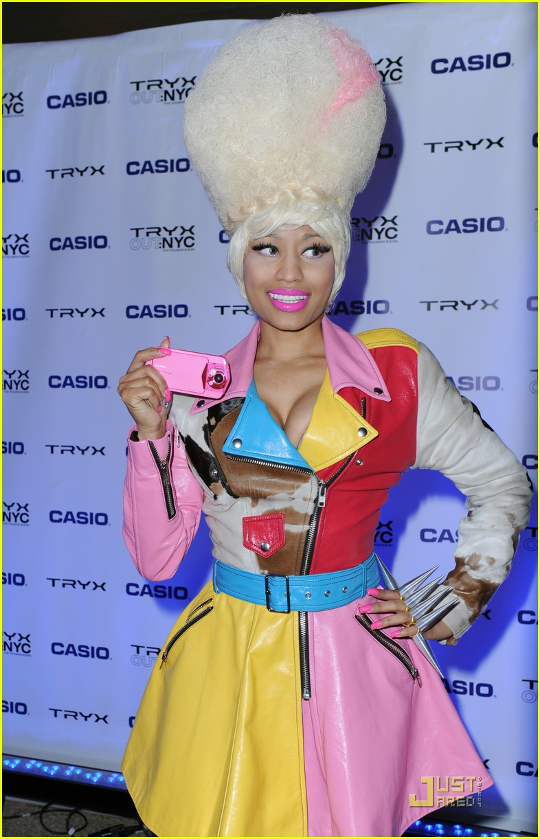 nicki minaj tryx out kickoff party 04