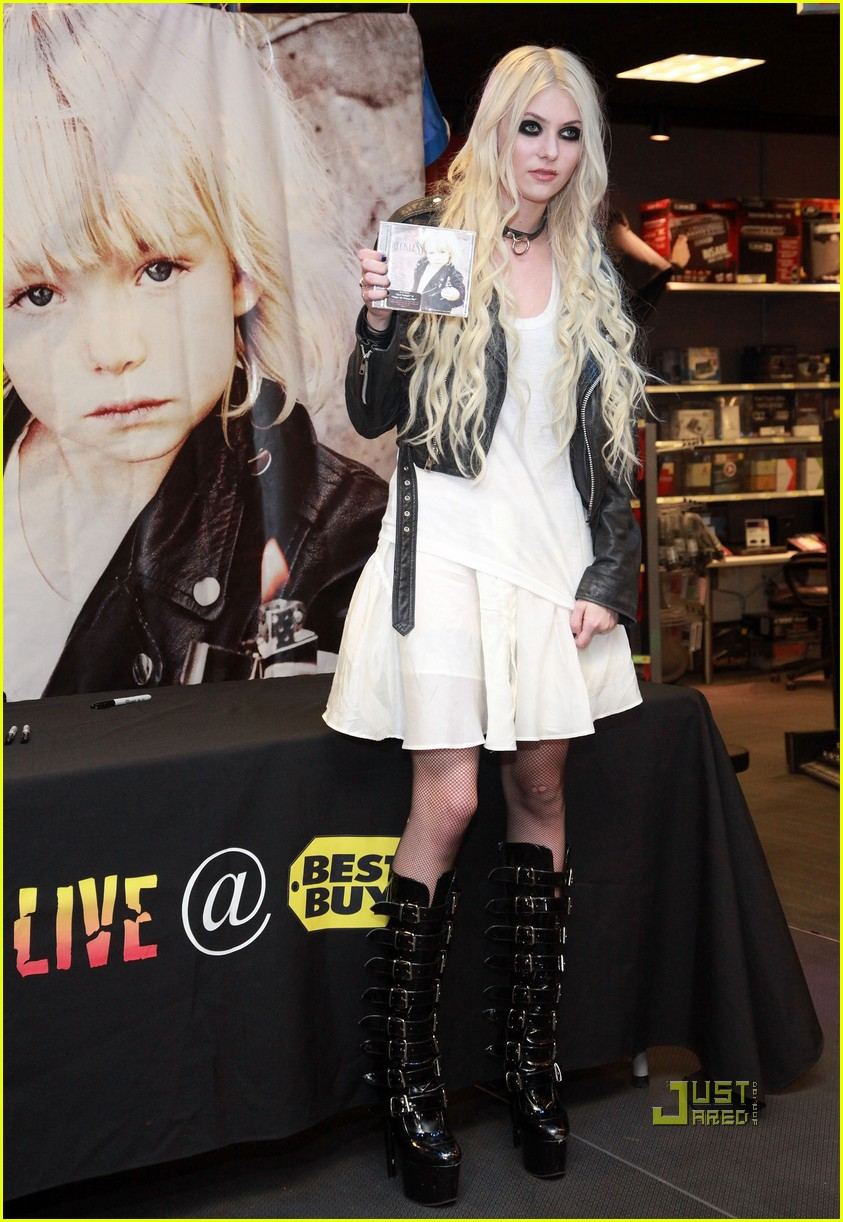 taylor momsen best buy 01