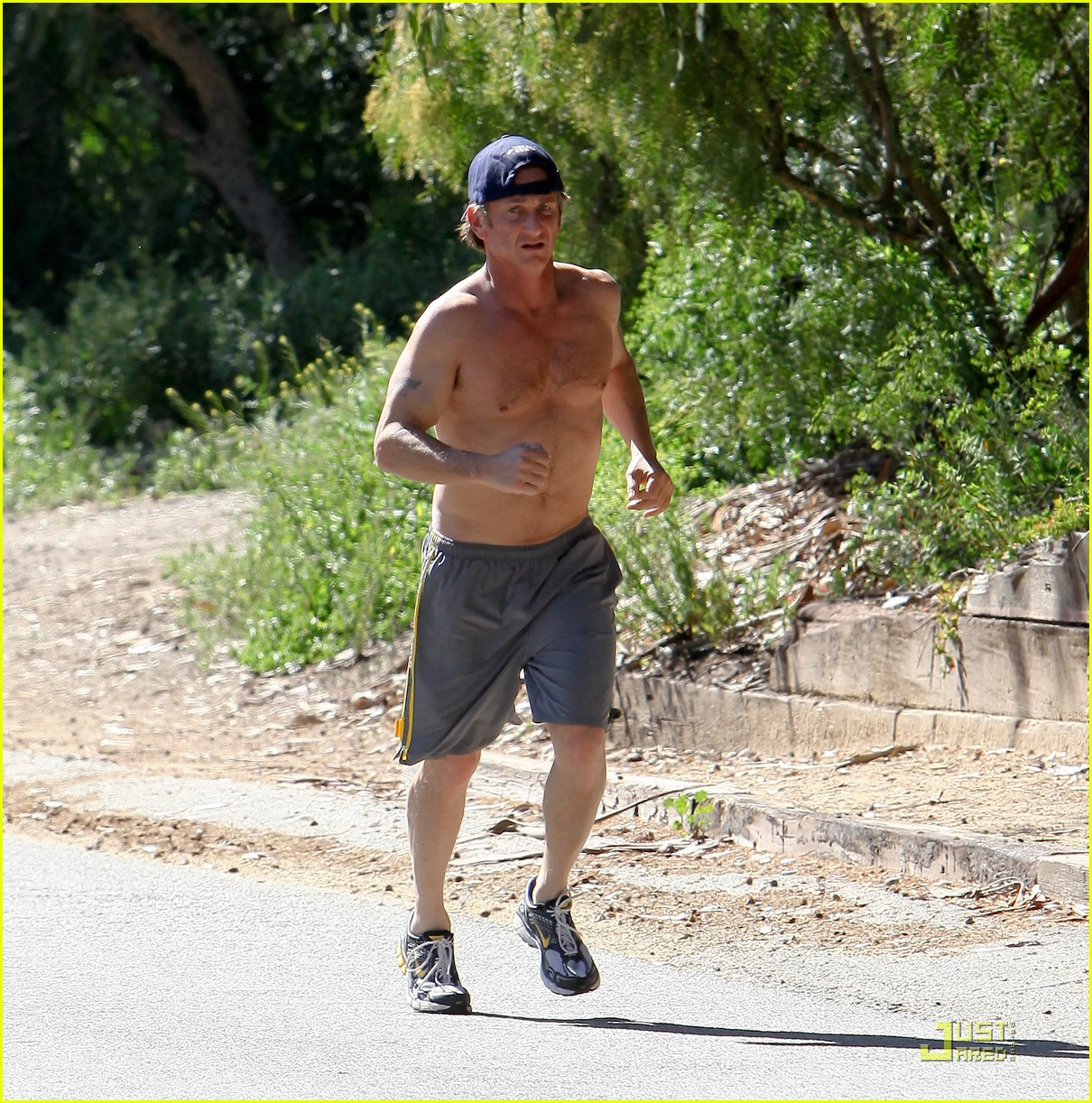 sean penn shirtless jogging 14