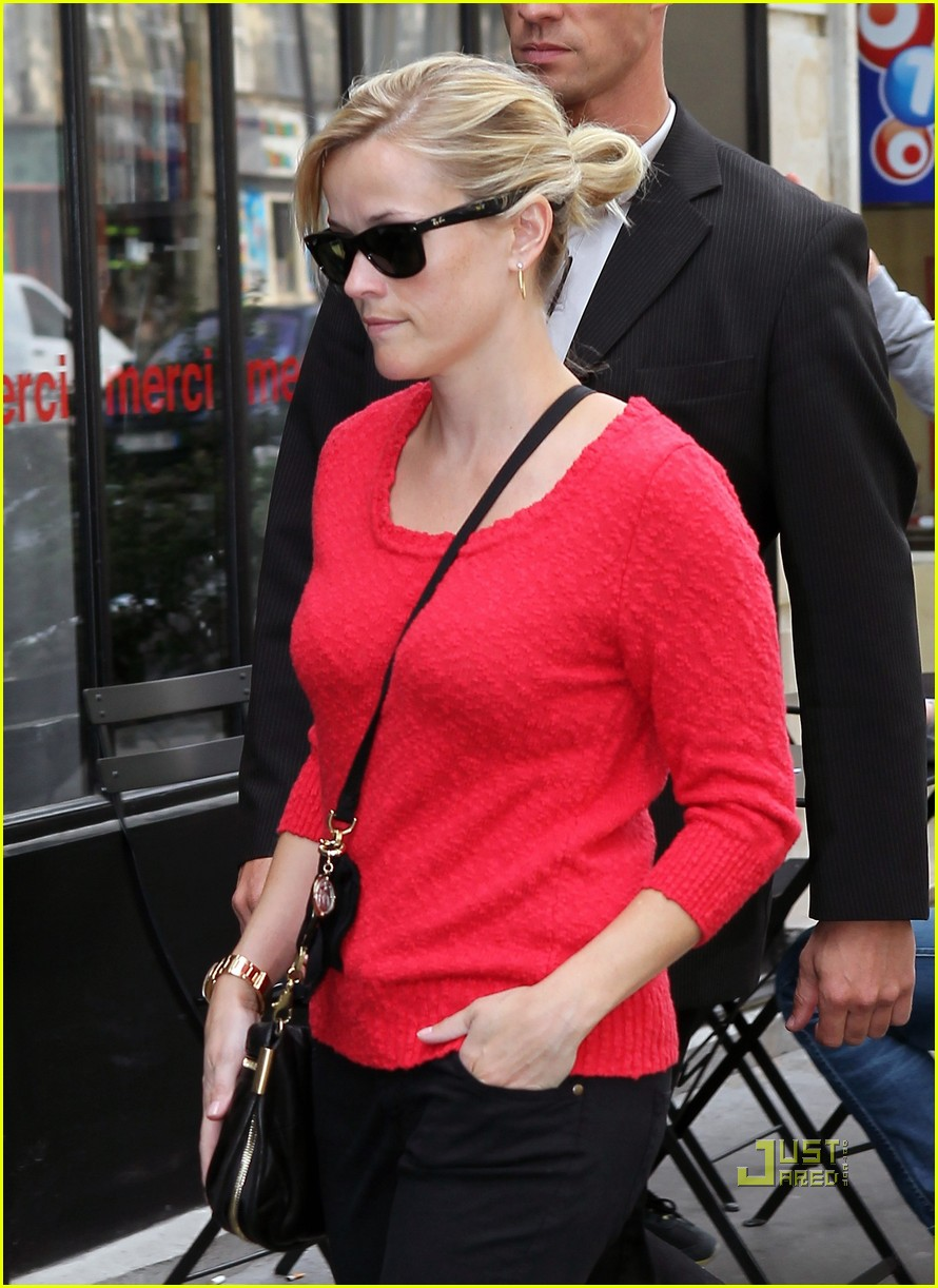 reese witherspoon red top paris 01