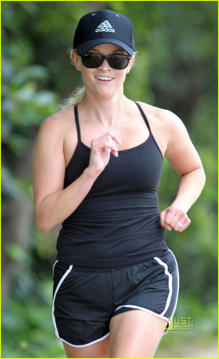 reese witherspoon jogging 03