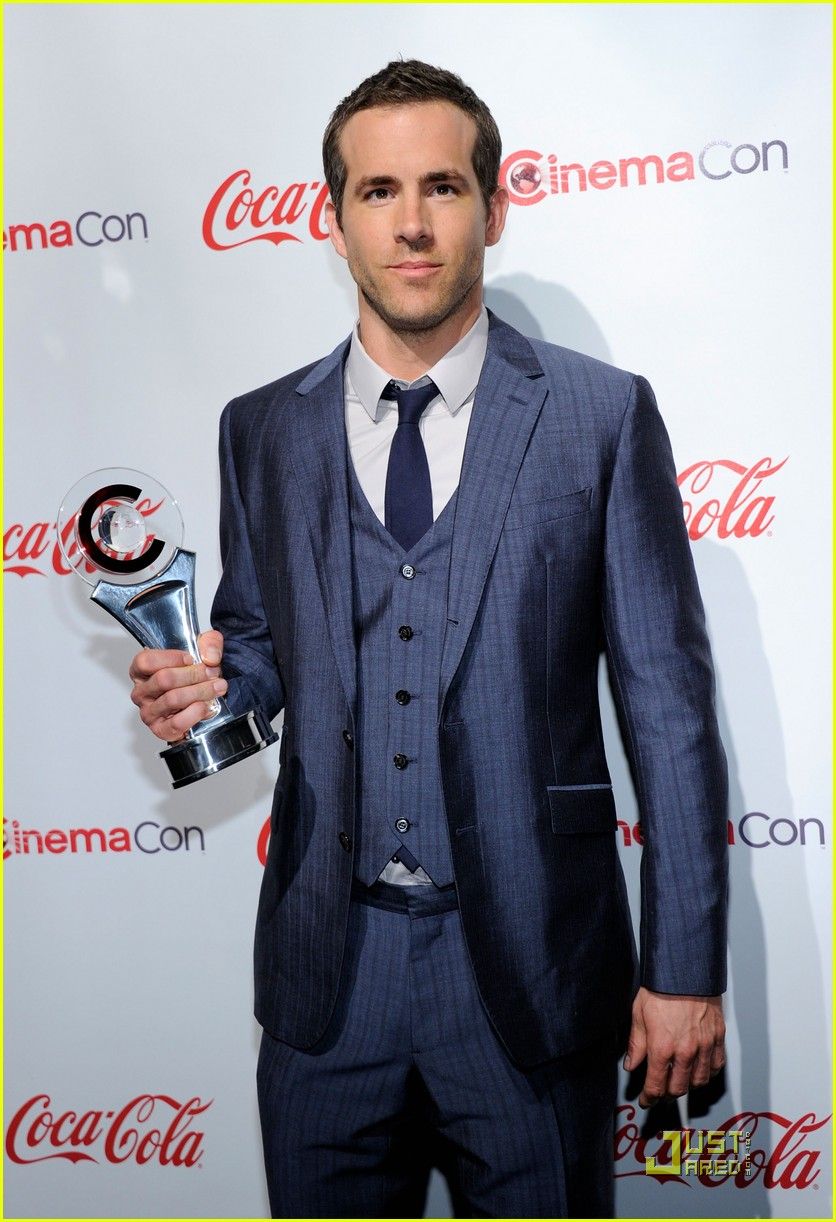 ryan reynolds cinemacon awards 2011 01