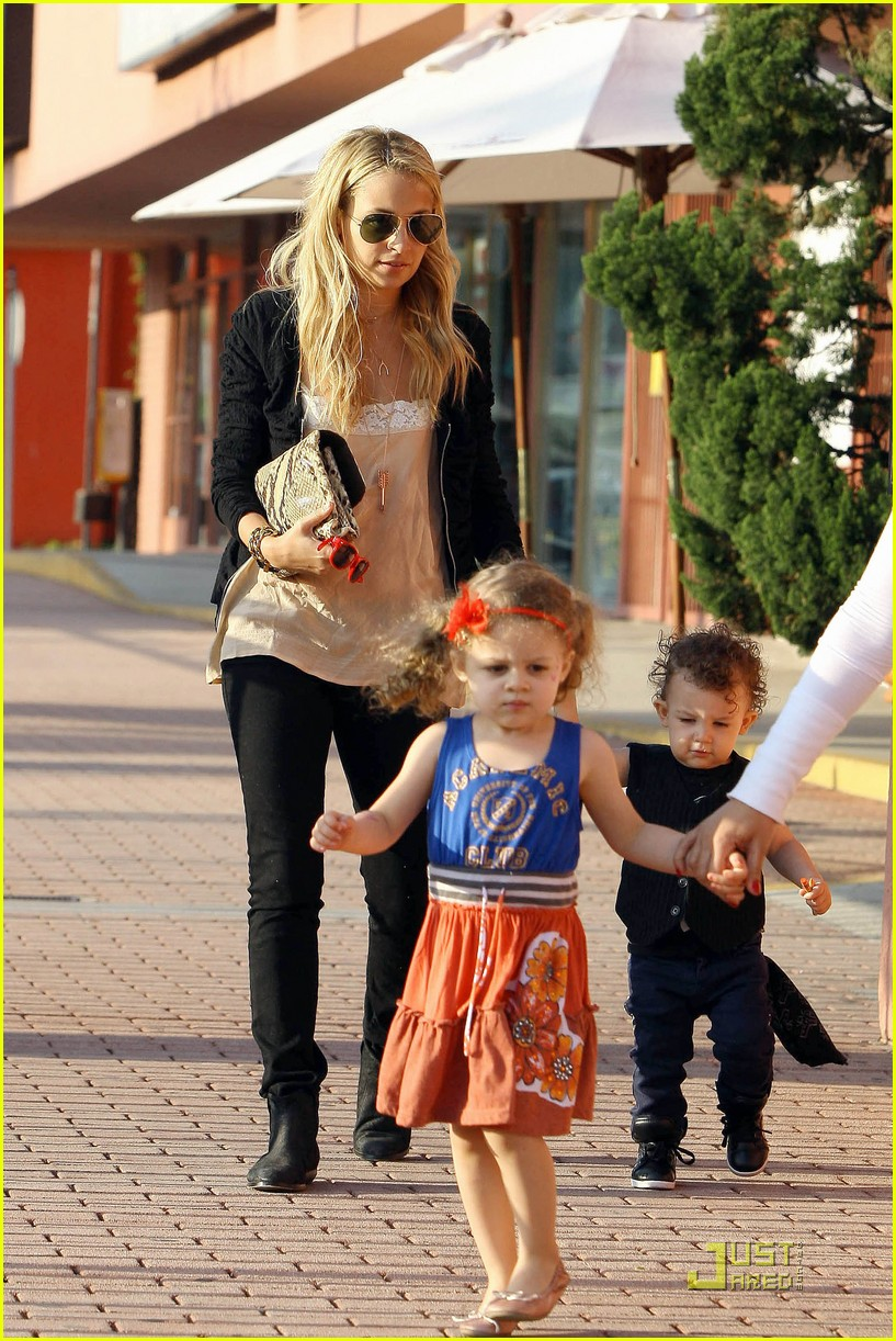 Nicole Richie takes her daughter Harlow and little punk rocker ...