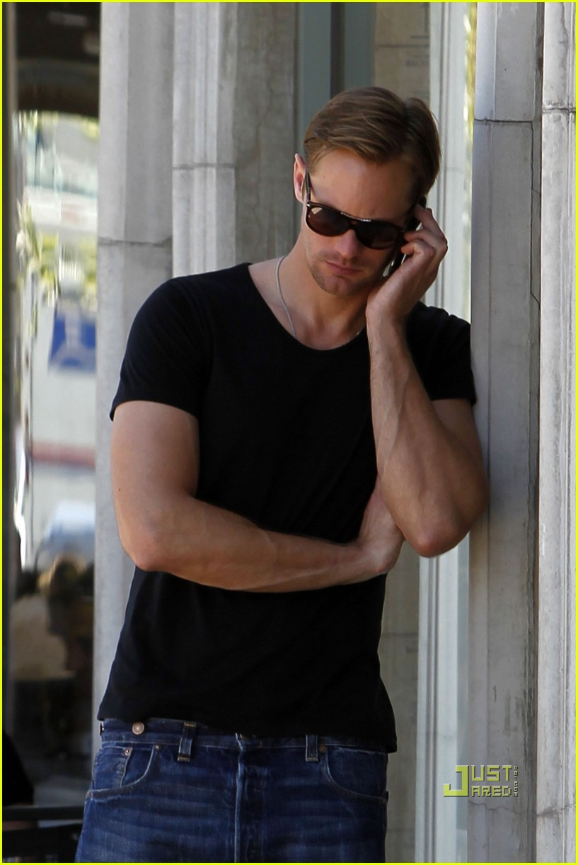 alexander skarsgard phone call joans on third 012538992