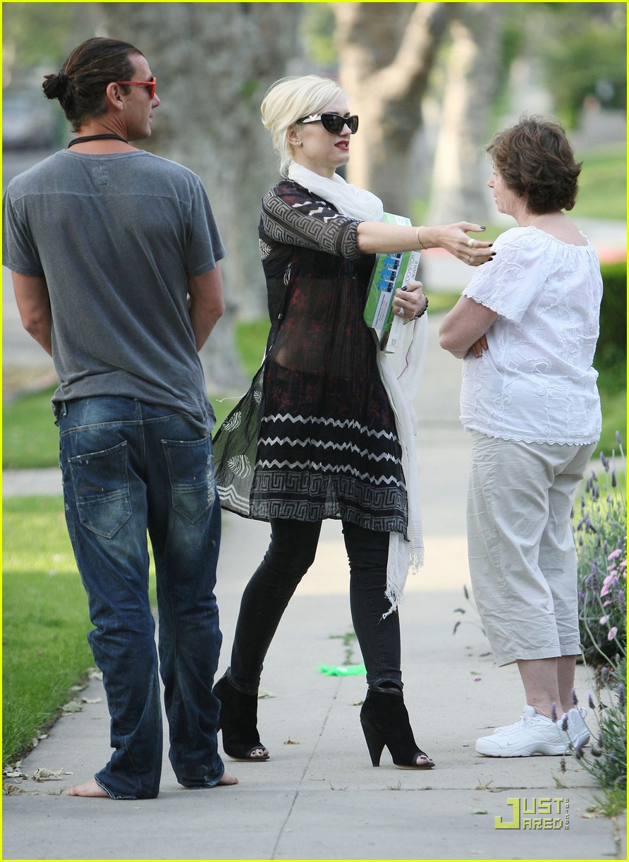 gwen stefani kingston painted toes 04