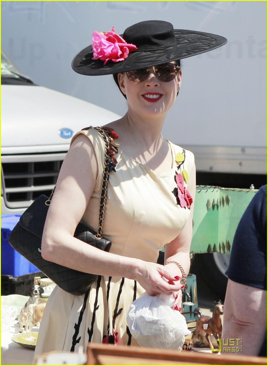 Full Sized Photo Of Dita Von Teese Farmers Market 01 Photo 2534739 Just J