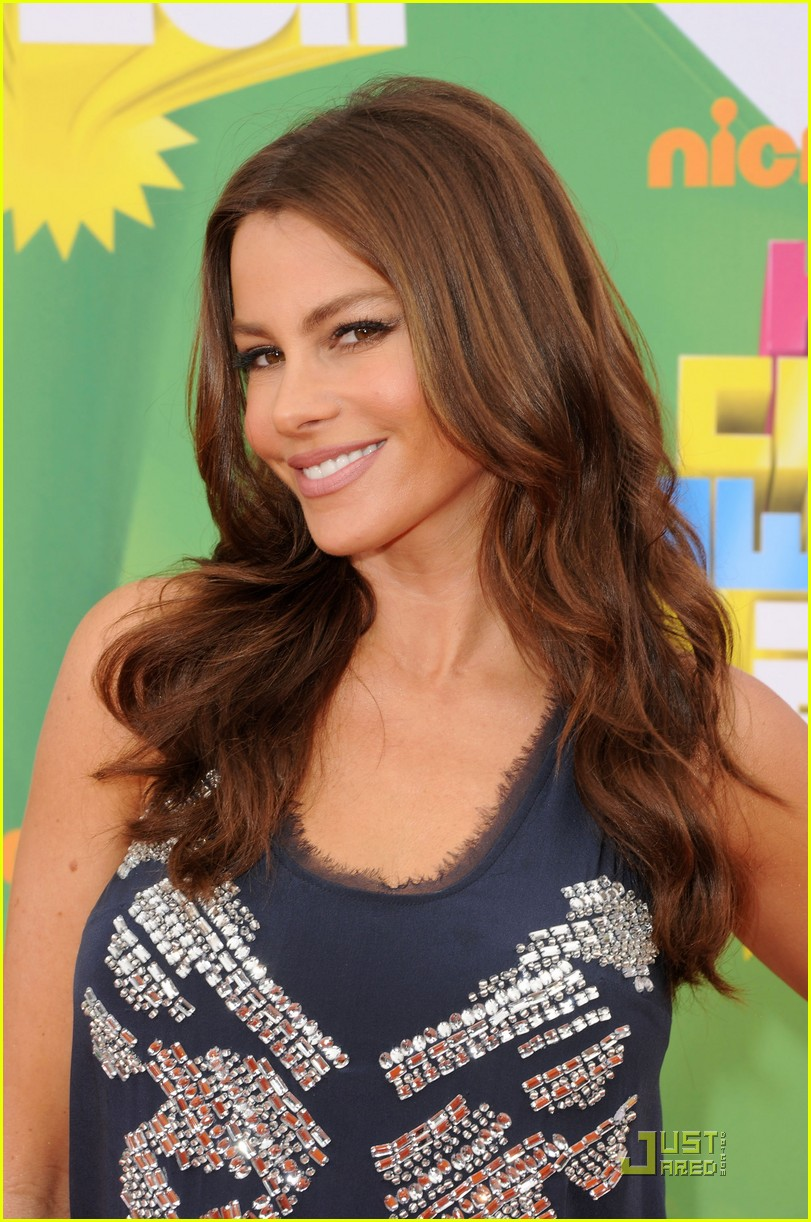 sofia vergara kca 2011 orange carpet 01