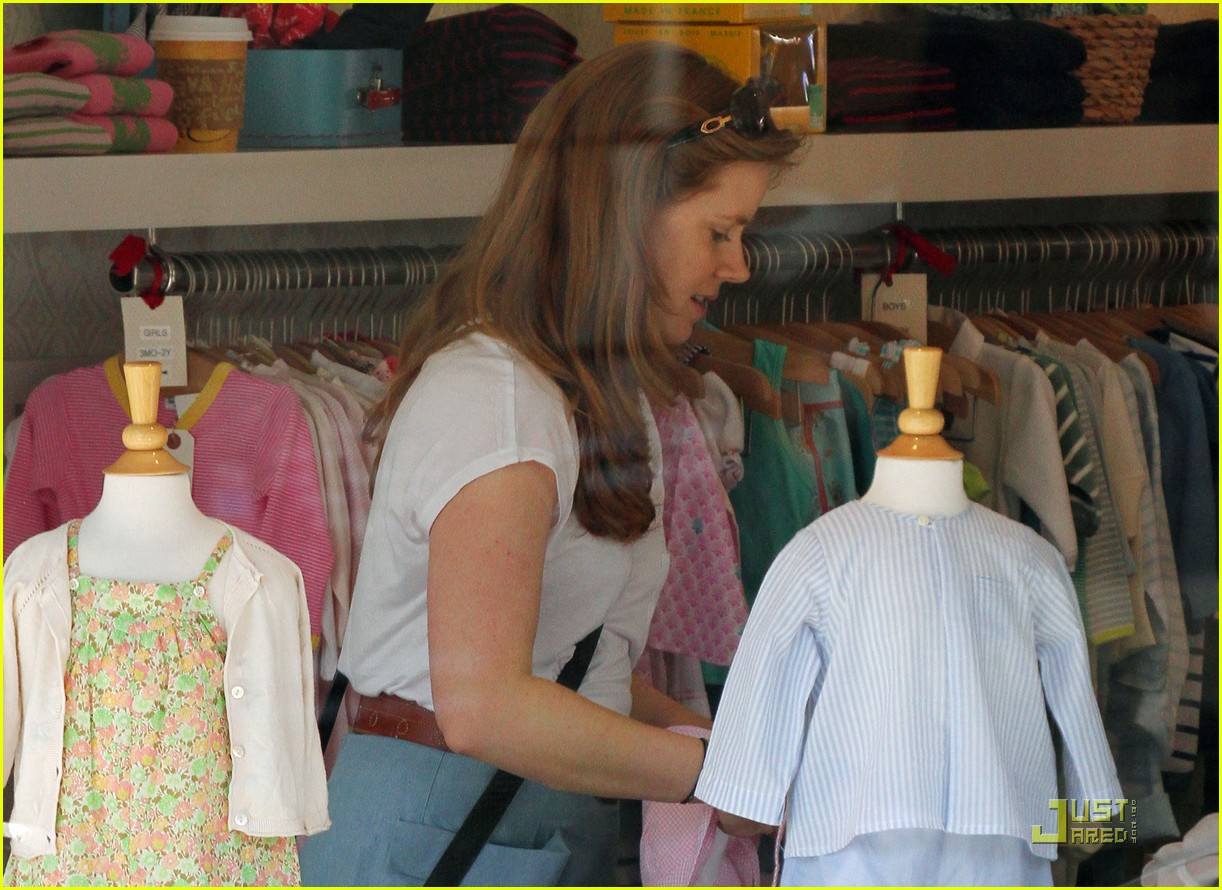 amy adams saturday shopping with darren and aviana 06