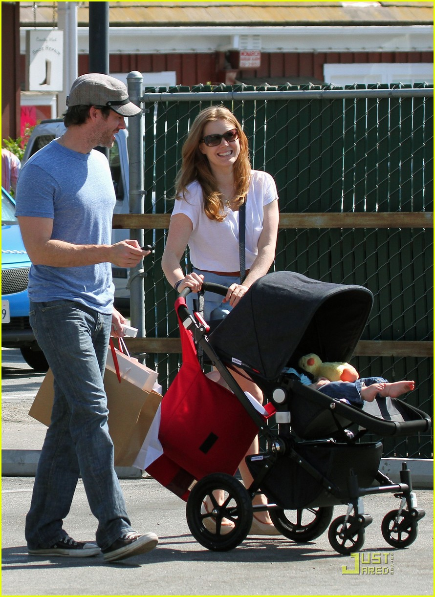 amy adams saturday shopping with darren and aviana 11