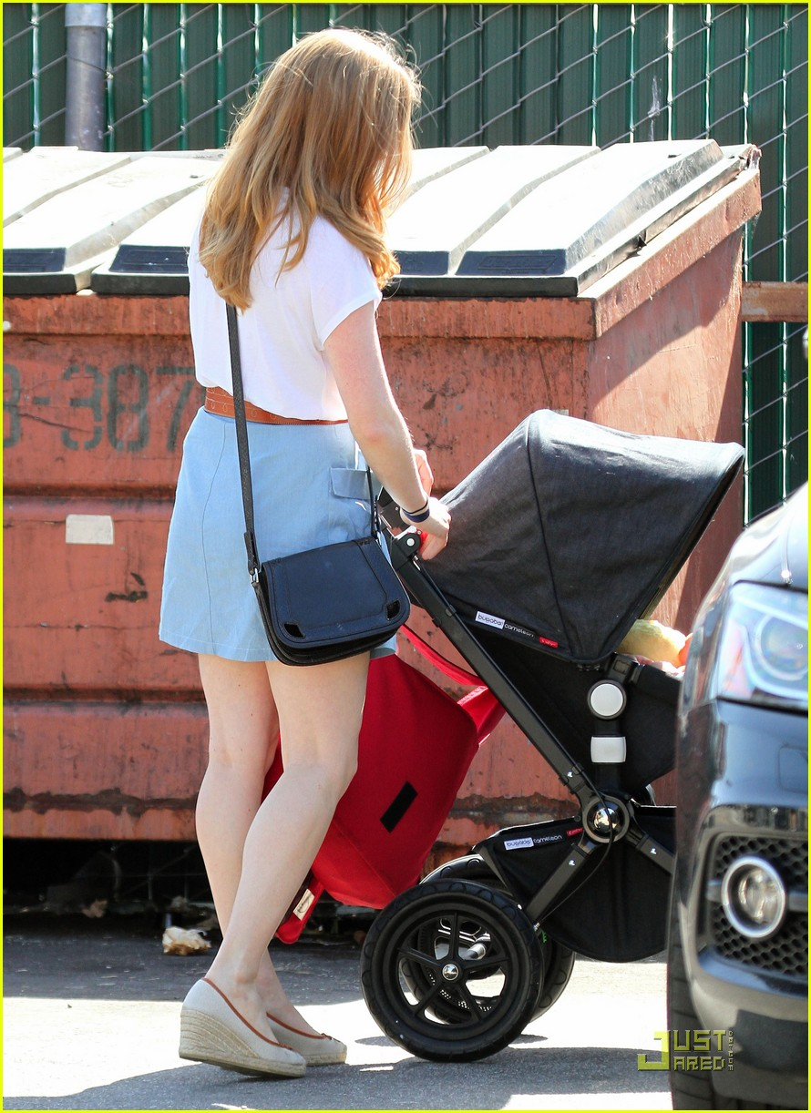 amy adams saturday shopping with darren and aviana 13