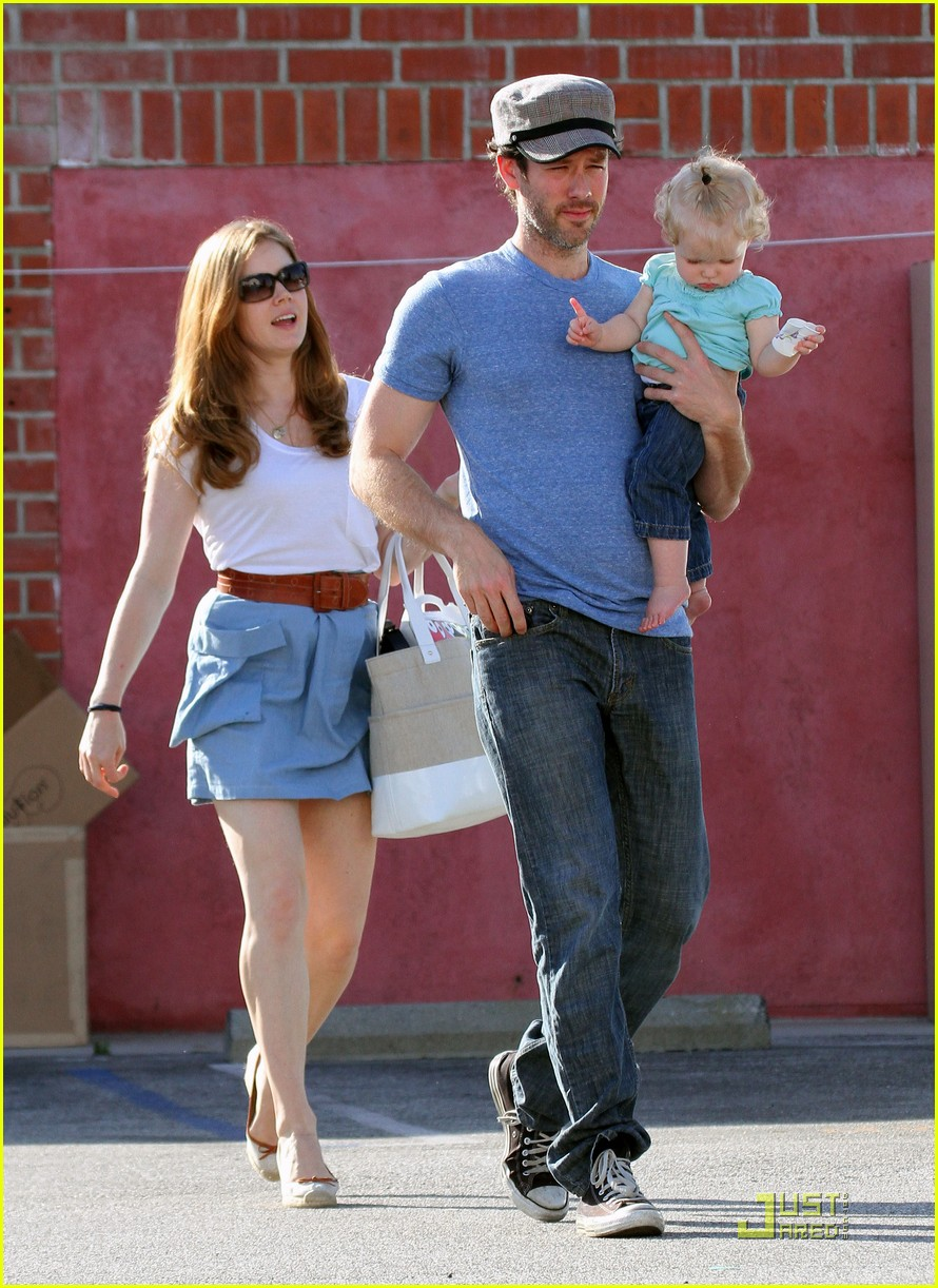 amy adams saturday shopping with darren and aviana 20