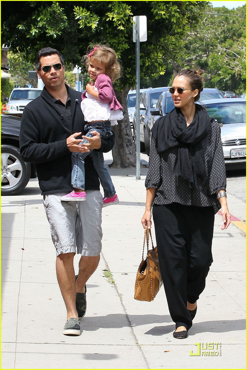 jessica alba sunday brunch with the family 12