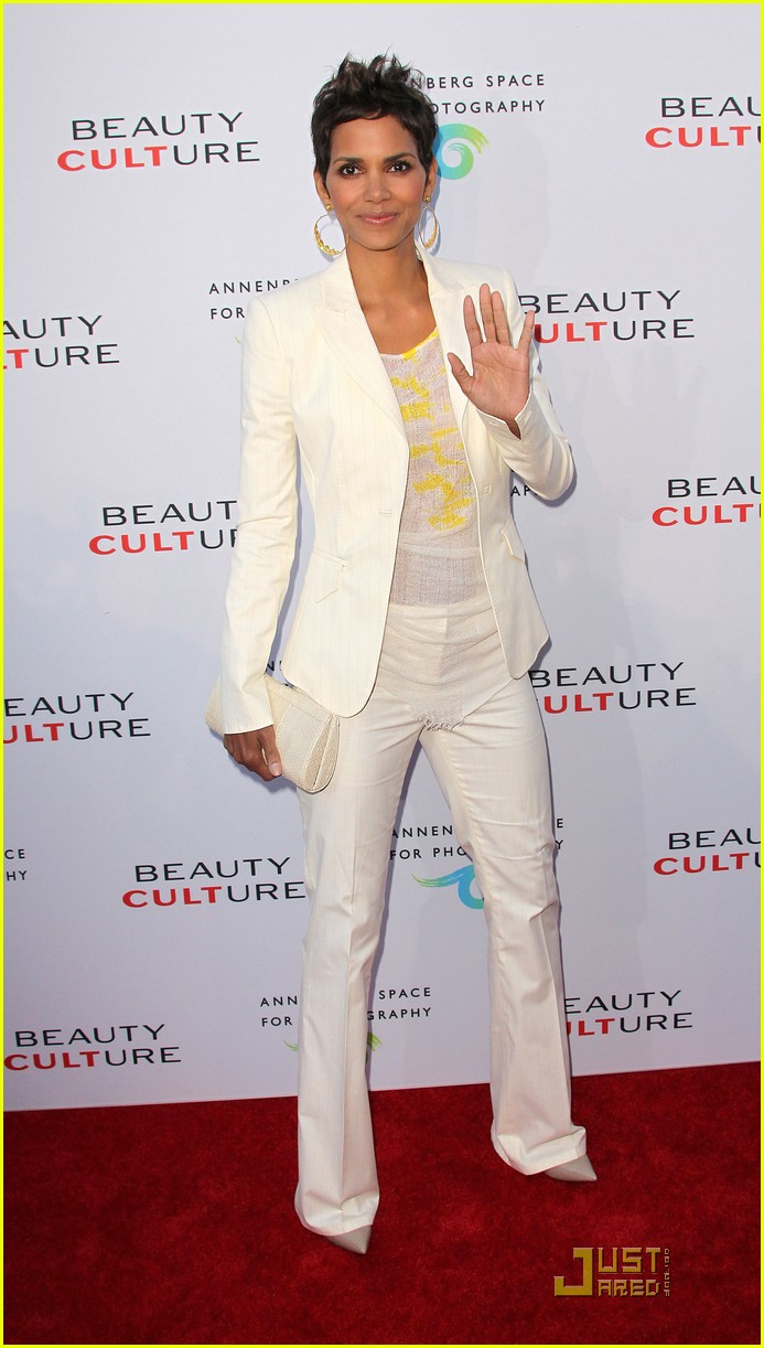 halle berry beauty culture exhibit opening 03