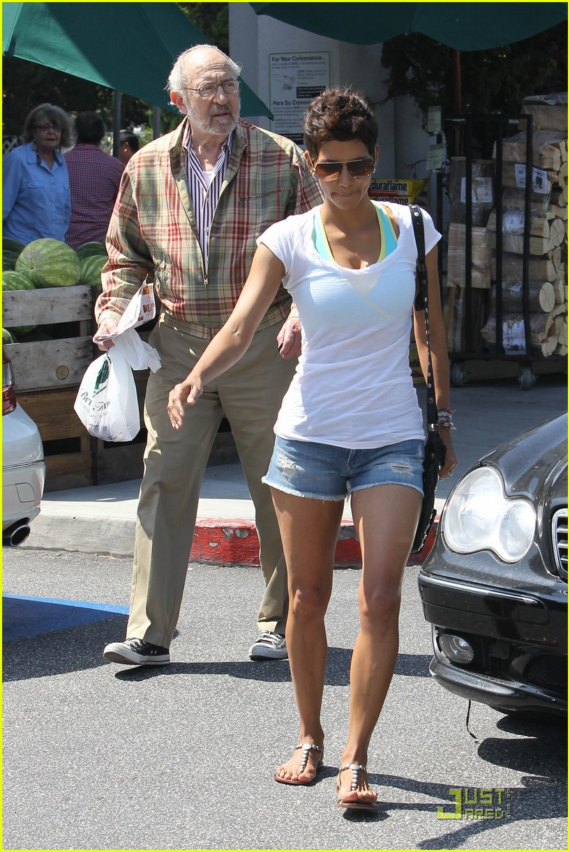 halle berry food shopping 08