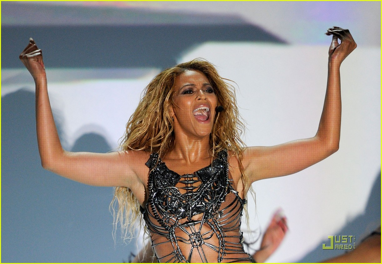 Beyonce: 'Run the World (Girls)' at the Billboard Awards!