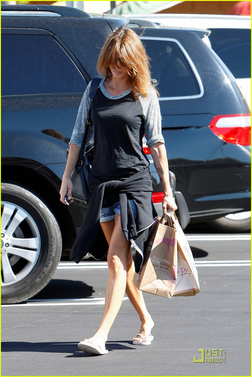 elisabetta canalis gelsons grocery gal 05
