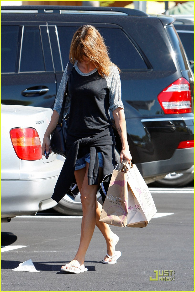 elisabetta canalis gelsons grocery gal 15