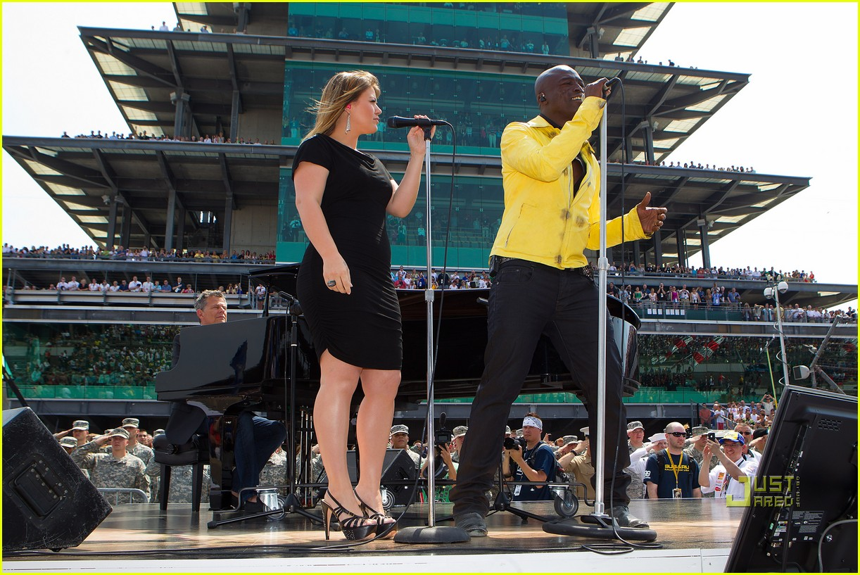 kelly clarkson seal national anthem indy 500 02