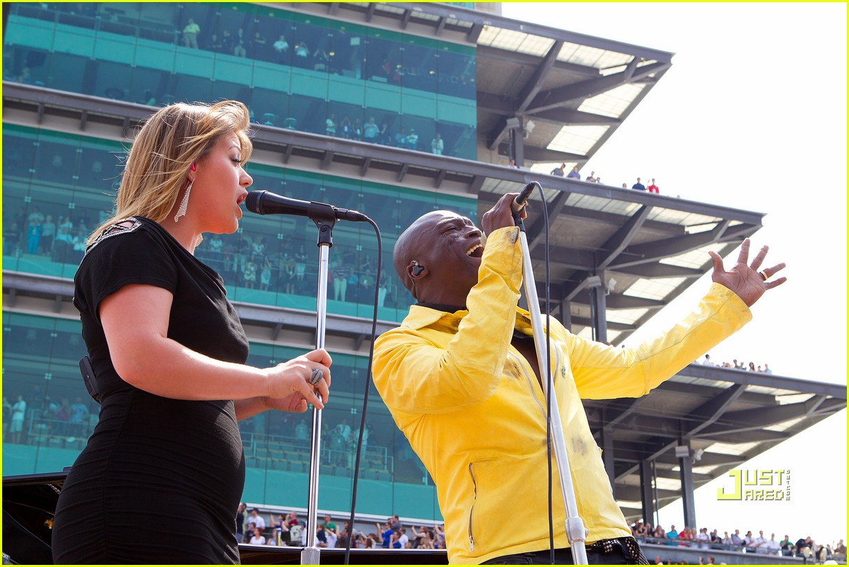 kelly clarkson seal national anthem indy 500 04
