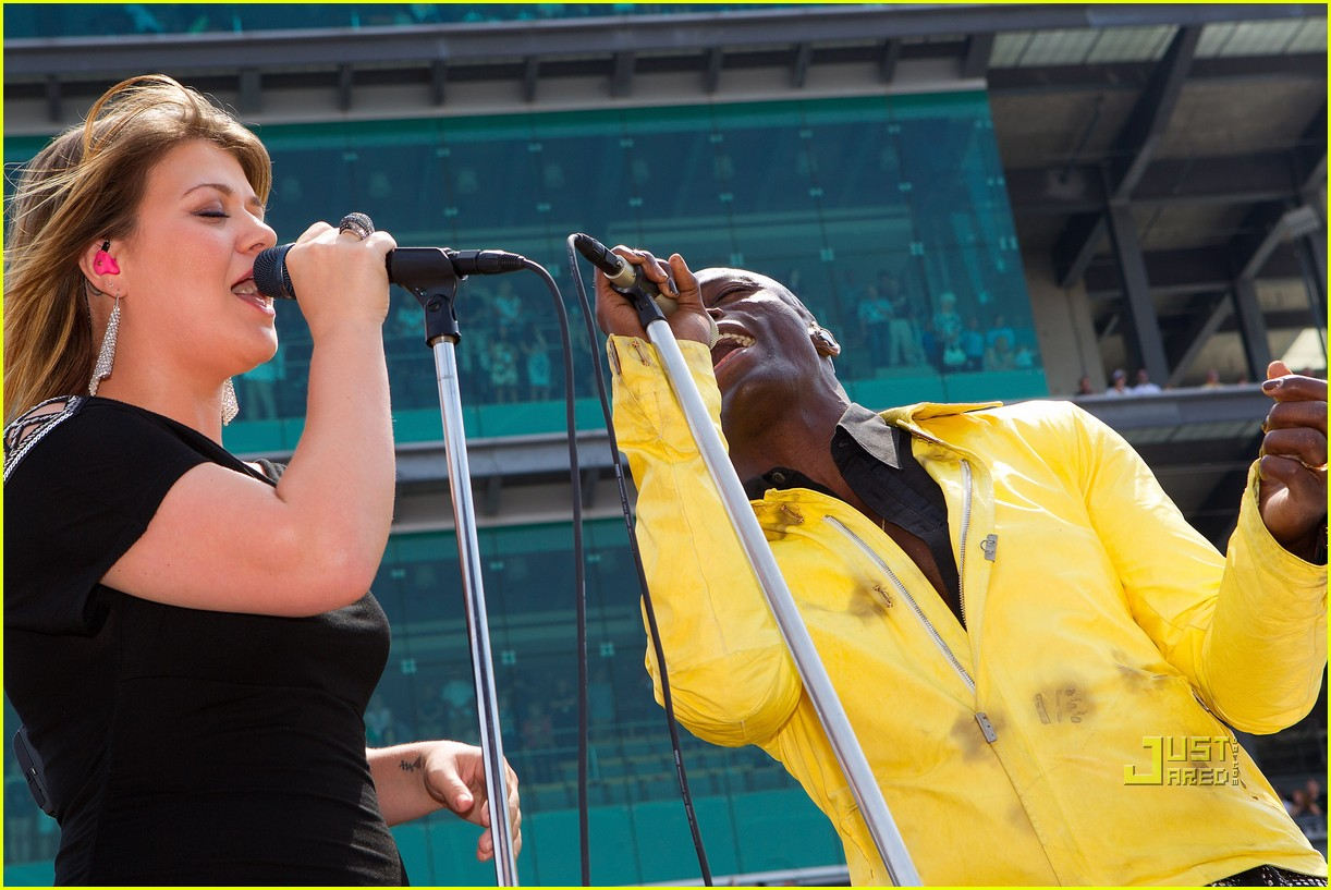 kelly clarkson seal national anthem indy 500 05