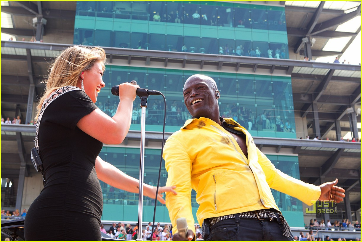 kelly clarkson seal national anthem indy 500 08