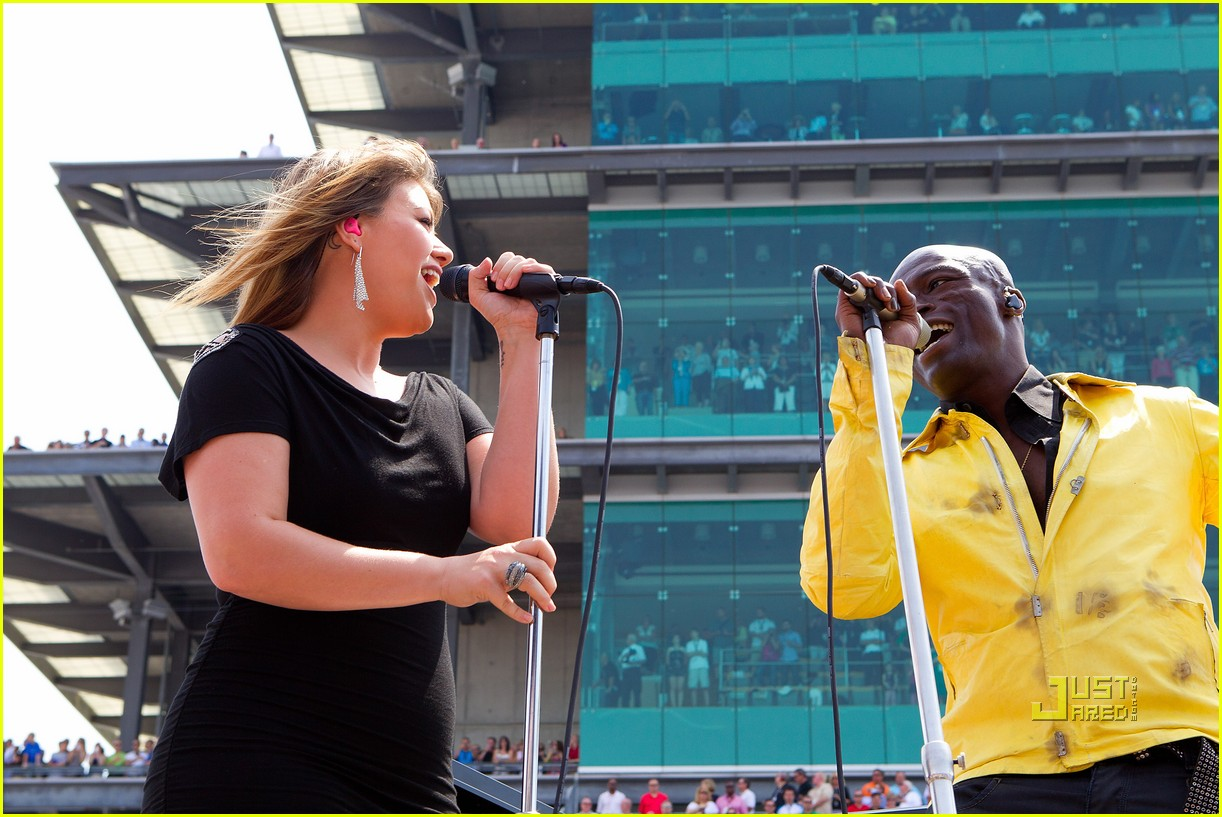 kelly clarkson seal national anthem indy 500 09