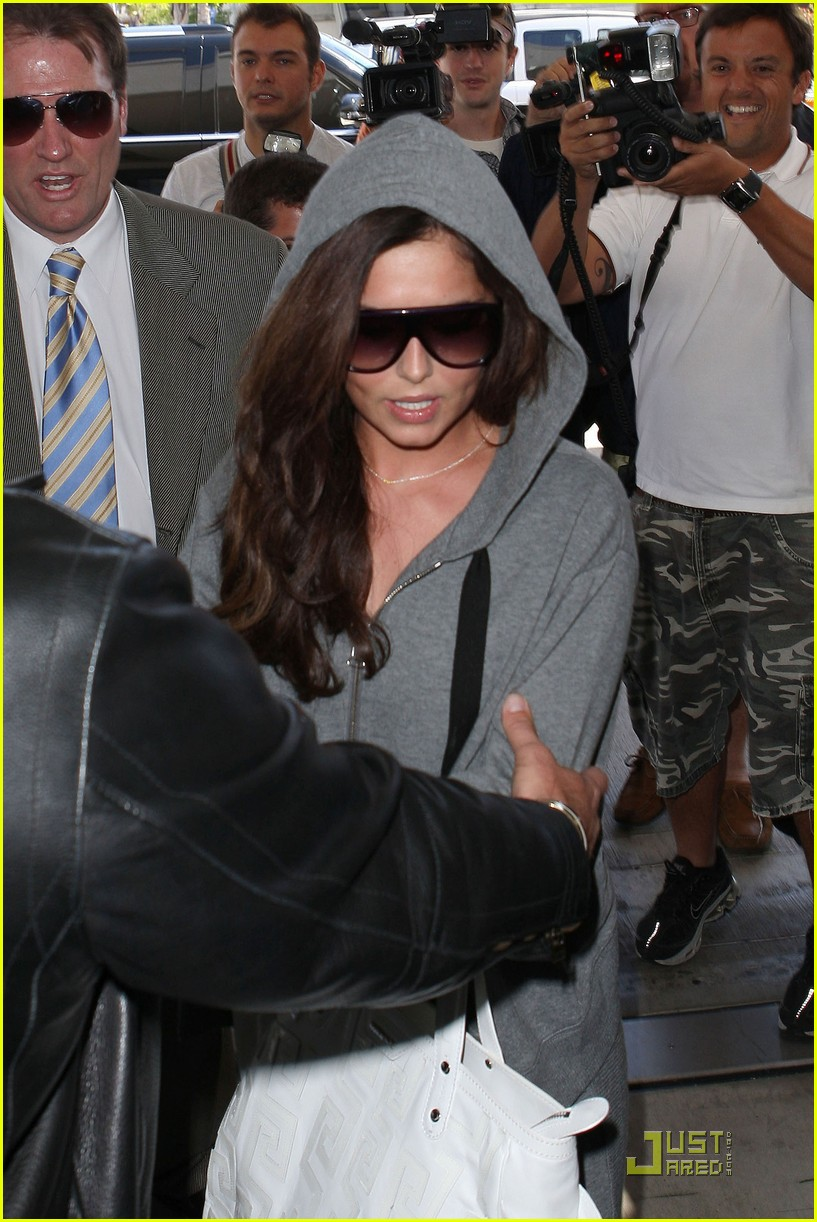 cheryl cole leaves lax 02