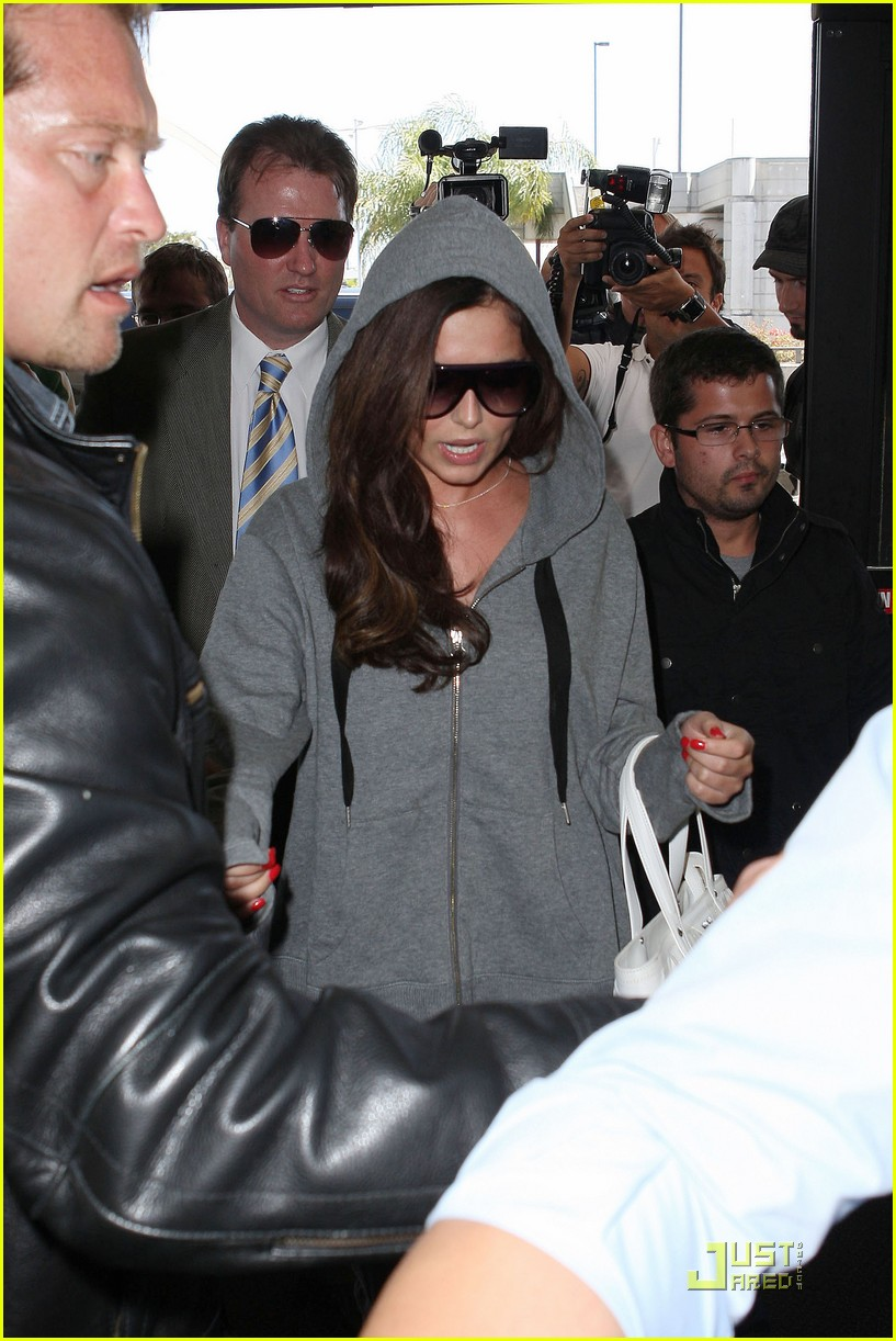 cheryl cole leaves lax 08