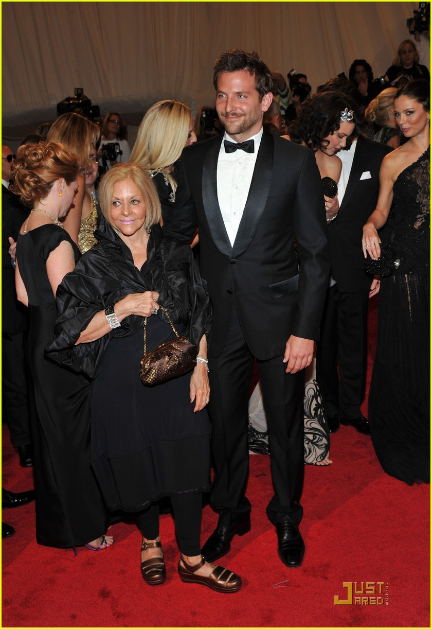 bradley cooper joshua jackson met ball 2011 03