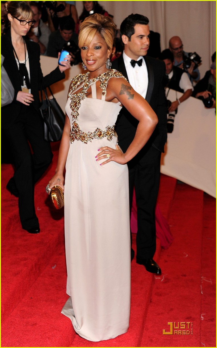 rosario dawson kerry washington mary j blige met ball 2011 01
