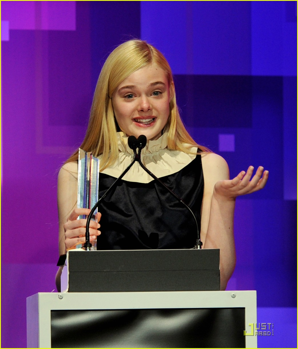 elle fanning hailee steinfeld young hollywood awards 17