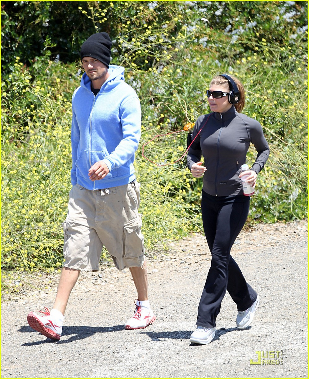 fergie josh duhamel hiking in brentwood 07