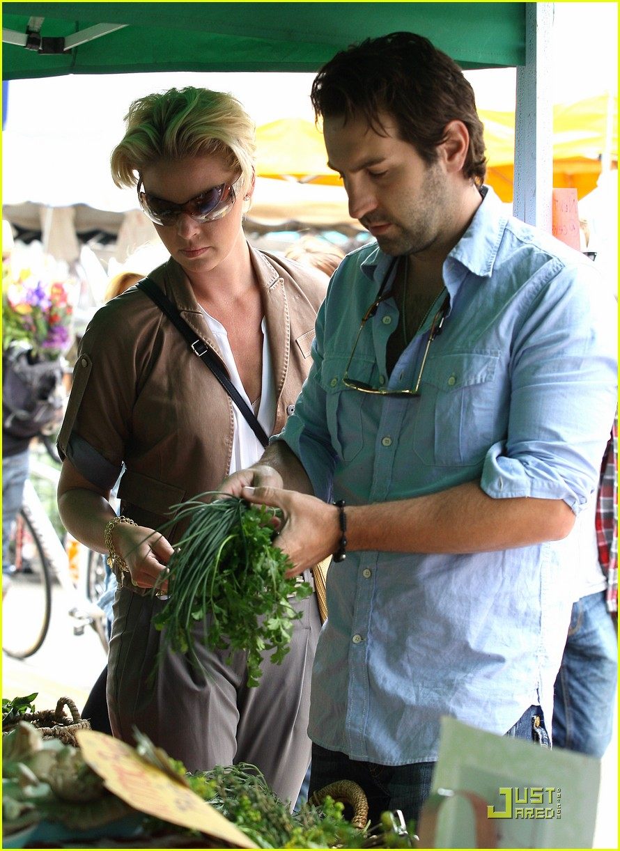 katherine heigl farmers market with naleigh and josh kelley 01
