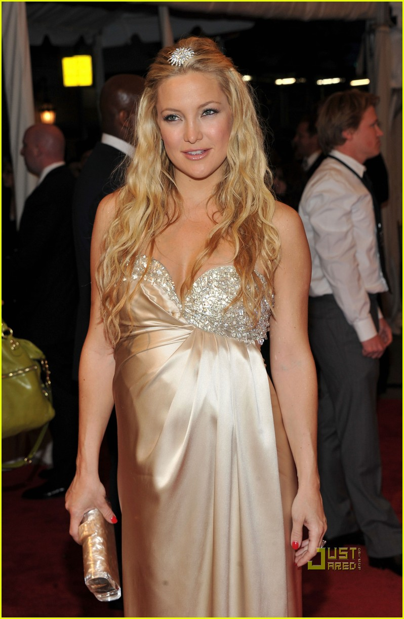 kate hudson met ball 2011 01 13