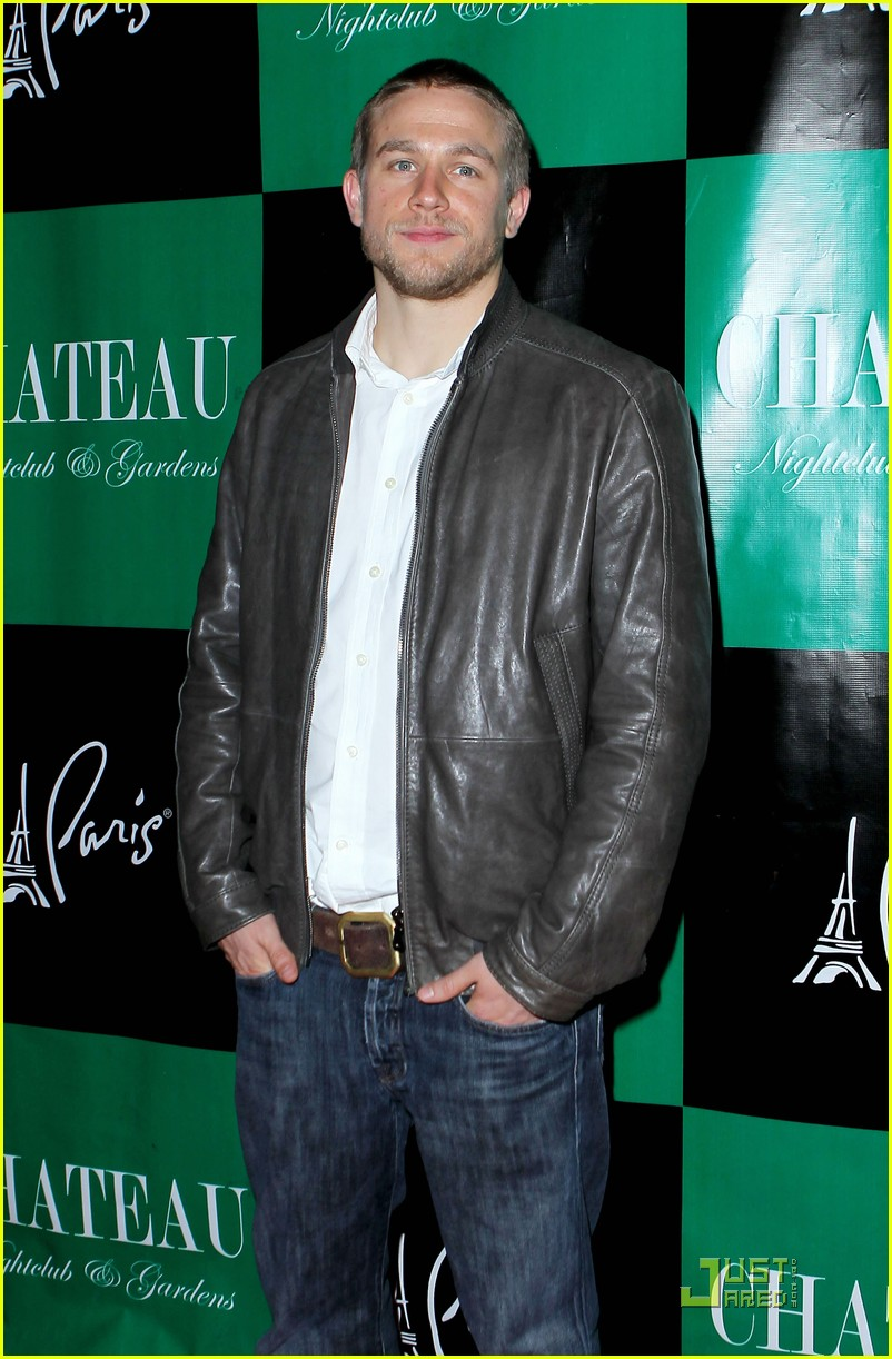 charlie hunnam chateau vegas 04