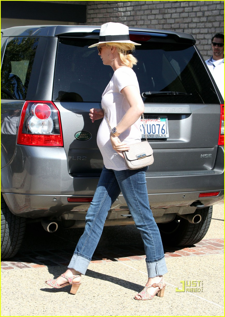 january jones memorial day baby bump 04