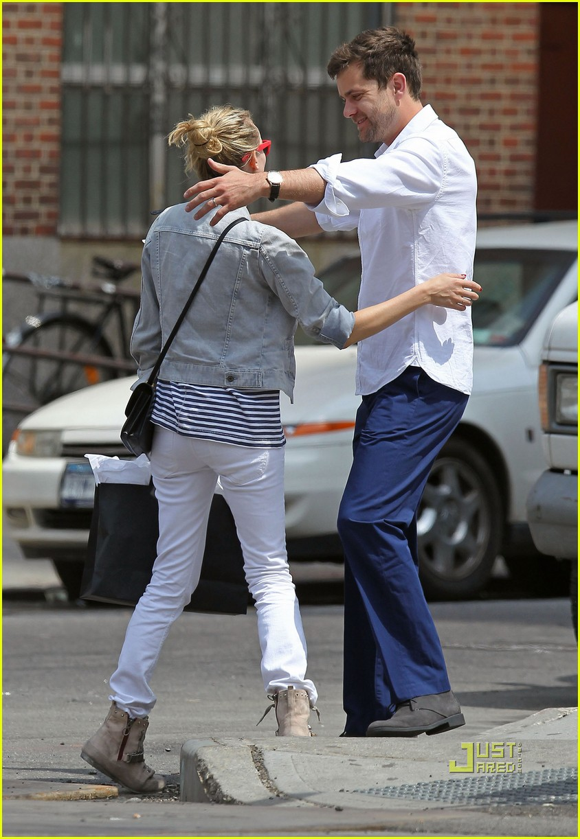 diane kruger joshua jackson kiss lunch east village 03