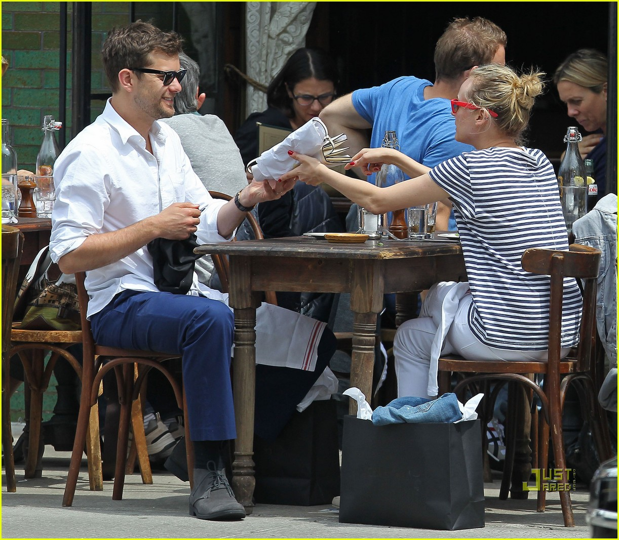 diane kruger joshua jackson kiss lunch east village 05