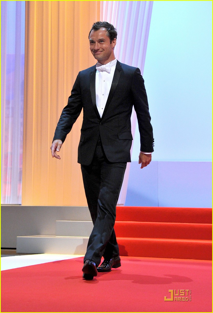 jude law cannes opening ceremony with uma thurman 11