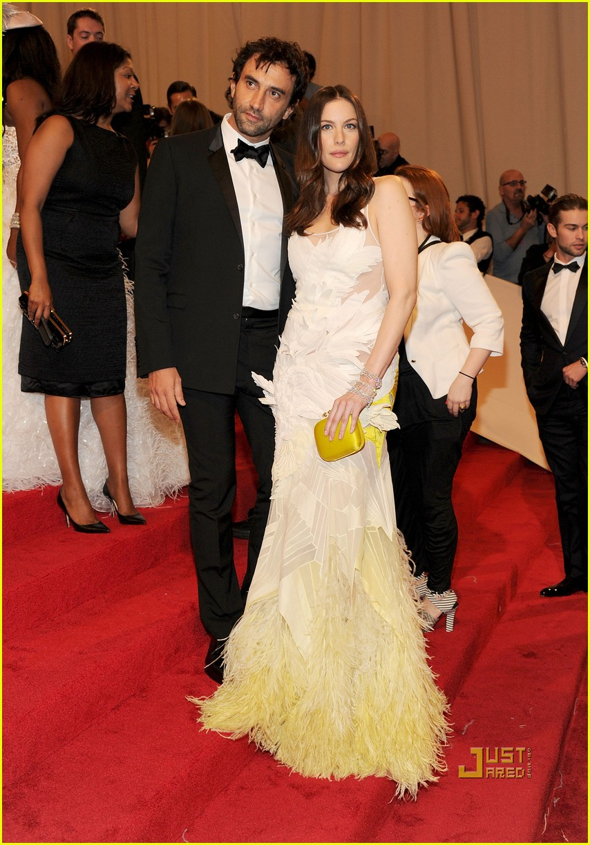 liv tyler met ball 2011 06