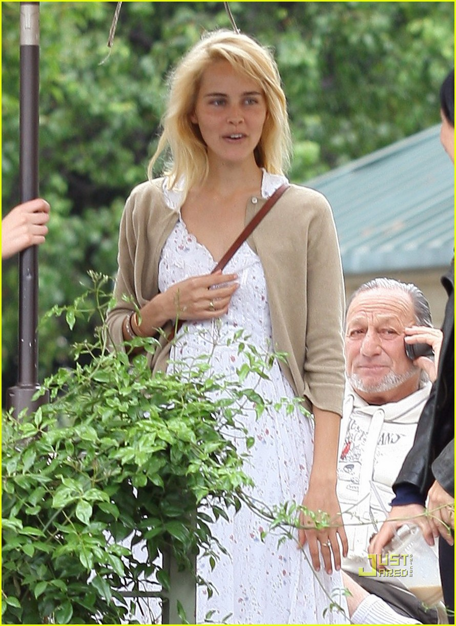 isabel lucas coffee los feliz 05
